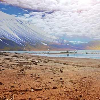 kasei-vallis-beach-mountains.jpg